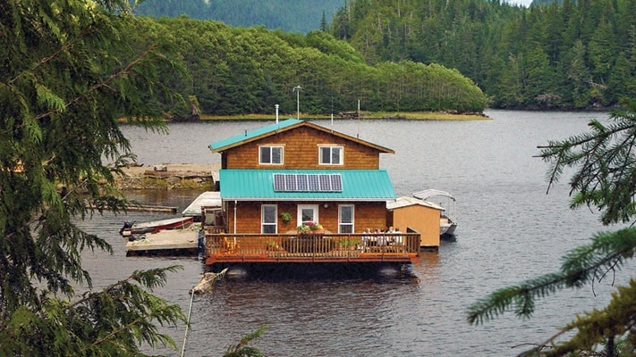 Property located on top of the water, Canada